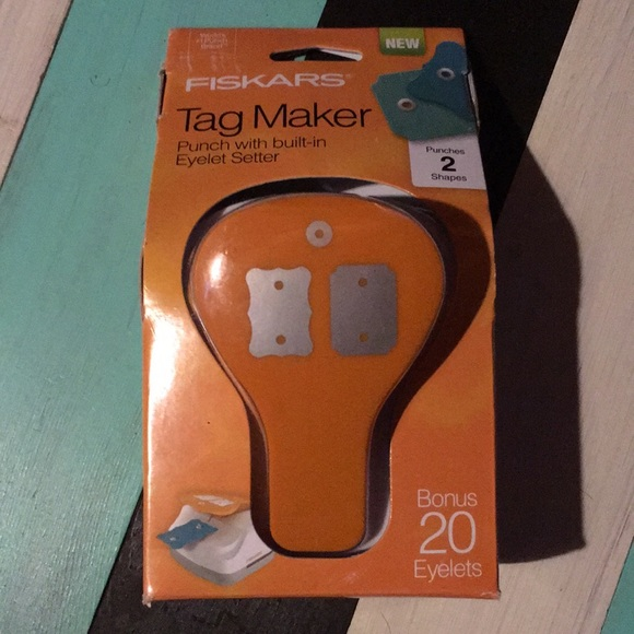 """Fiskars 3 In 1 Tag Maker Simple 2 x 3/"""" Includes 20 Silver Eyelets"""